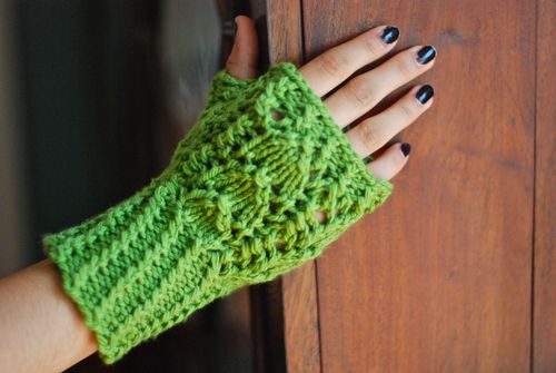 Snowdrop and Snap Pea Mitt